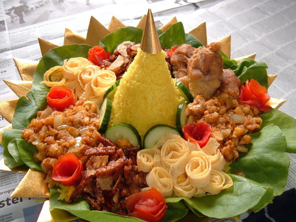 Cara Membuat Nasi Tumpeng Lengkap Untuk Acara Istimewa ...